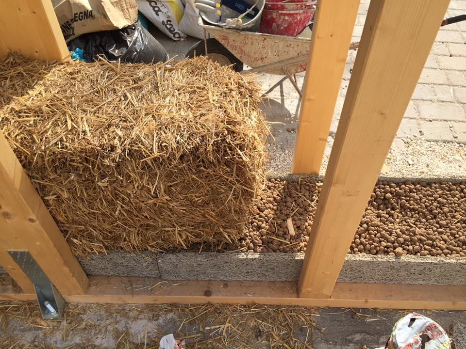 CSOA CORTO CIRCUITO roma workshop realizzazione casa in legno balle di paglia naturale ristrutturazione costruire progettare ecosostenibile muro coibentato parete traspirante senza problemi muffa fondazione coibentazione